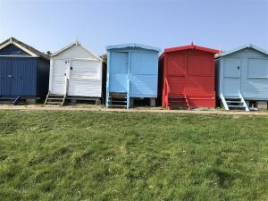 photo 8 of Beach hut H229, 2-row for hire Frinton-on-Sea