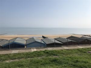 photo 7 of Beach hut H229, 2-row for hire Frinton-on-Sea