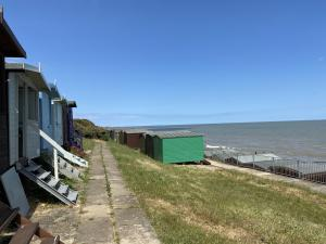 photo 4 of Beach hut H241, 2-row for hire Frinton-on-Sea